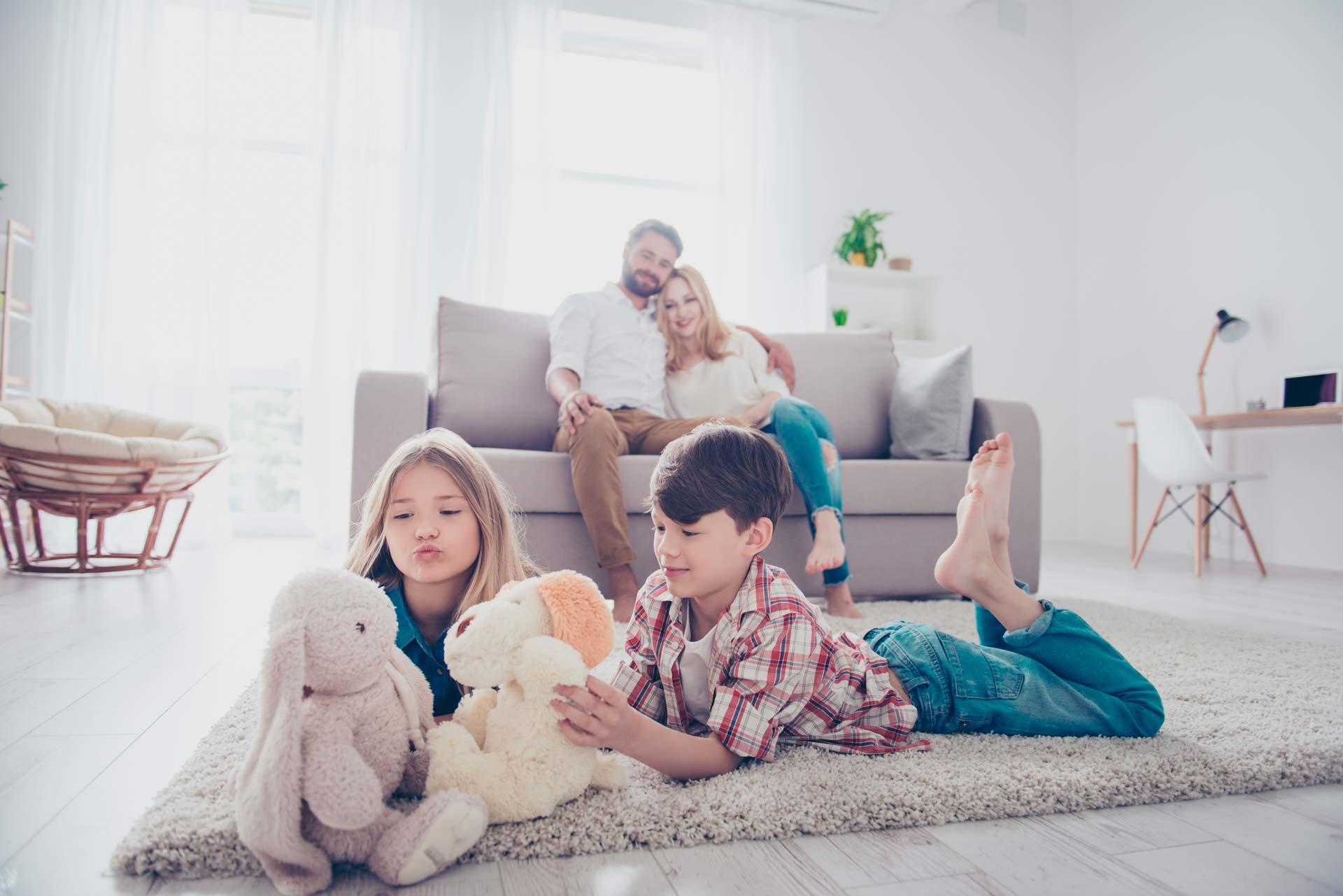 Famille sur le tapis
